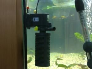 Аквариумная помпа в аквариуме